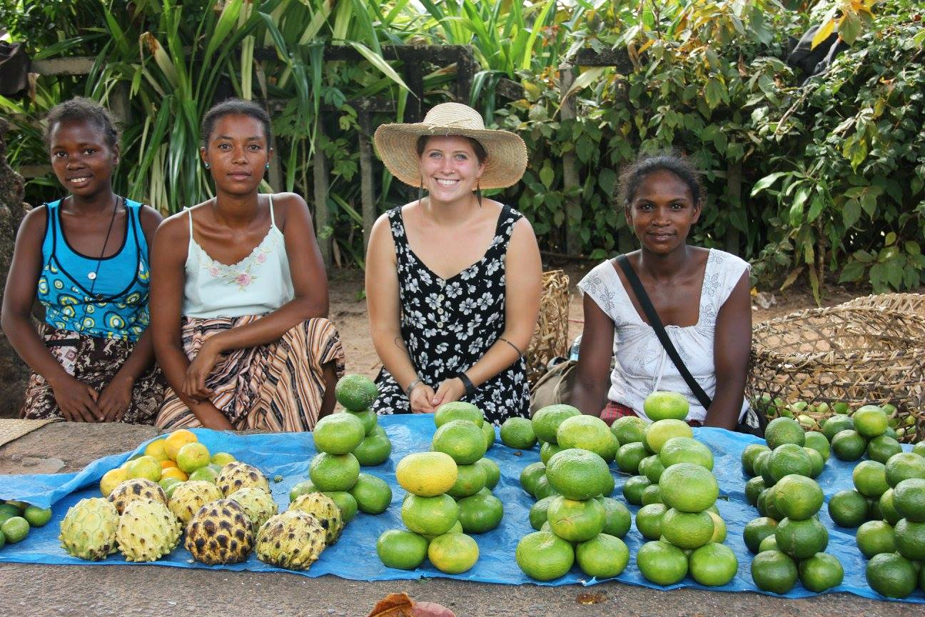 Law with Malagasy fruit vendors